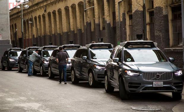 Uber perd une tête de plus avec Jeff Jones Voiture connectée, Voiture autonome