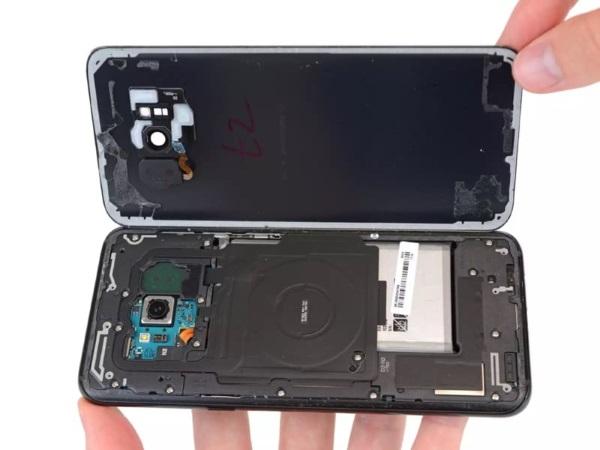 Galaxy S8 et S8+ : bien peu réparables et une batterie qui interroge [MAJ] Samsung, Galaxy S8