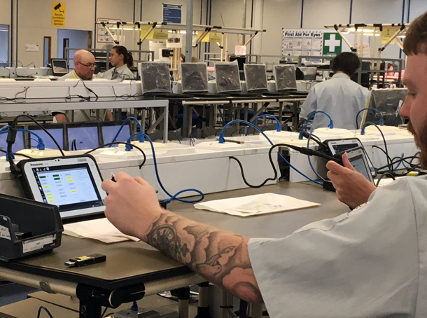 Visite en images dans l'une des dernières usines de PC et tablettes d'Europe Tablette tactile, Smartphone, Portables, 4G Monitor
