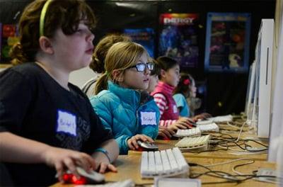 James Damore (ex-Google) se trompe, disent les assos de code pour les filles RH, Google, Emploi, Développement, Carrières IT