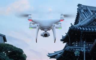Un drone livre un colis à des détenus dans une prison française