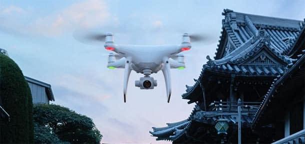 un drone livre un colis a des detenus dans une prison francaise - Un drone livre un colis à des détenus dans une prison française